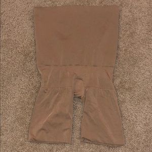 NWOT SPANX Butt Lifting High Waist Shaper M